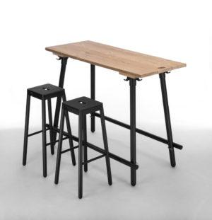 Black s Bartafel NJOJ met matzwart gepoedercoat onderstel en tafelblad van dennenhout