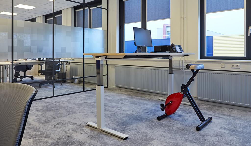 Deskbike actief werken ergonomisch gezond fietsen werkplek kantoor