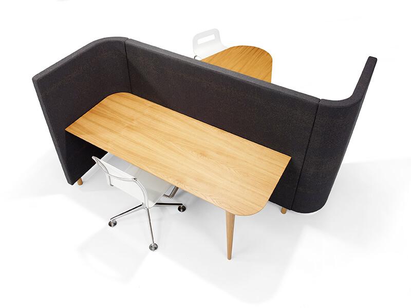SVING04 SVING05 Red Stitch Olav de Boer innovatief meubel loungebank overlegplek barkrukken 1 poots wandtafel hout zwart werkplek bureaustoel