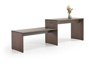 een combinatie ervan of bank met onderscheidende tafel met afgeronde hoekelementen.