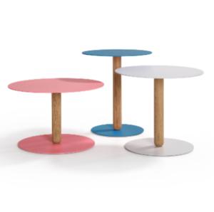 Balans Artifort designer Khodi Feiz koffietafel bedtafel Onderstel: 4mm staal Blad: Poedercoat structuur Kolom: Massief eikenhout in oliekleur roze wit zwart blauw