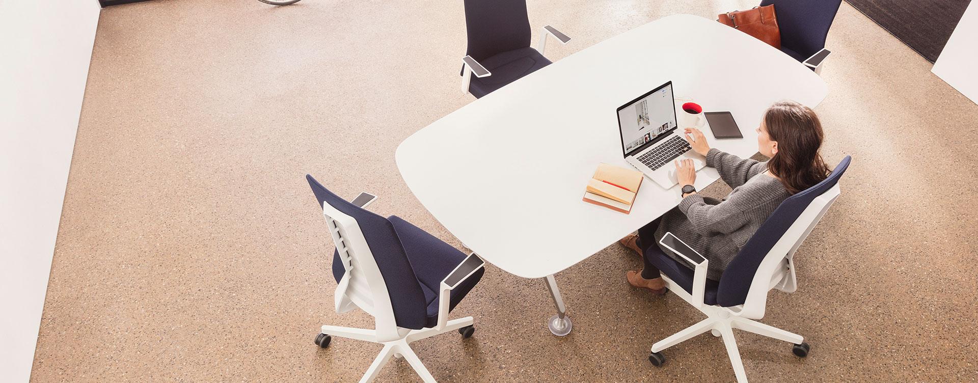 Pure flexibiliteit in een bureaustoel
